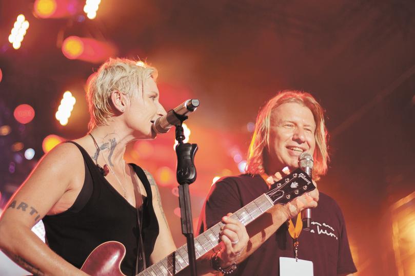 Арбенина спелась с Дробышем на Fox Rock Festival