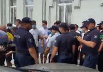 Активисты AUR спровоцировали потасовку перед офисом ПСРМ