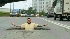 Во Владивостоке нашли яму, в которую поместился взрослый мужчина