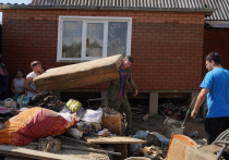 400 волонтёров приехали расчищать завалы после потопа в Туапсинском районе и Горячем Ключе