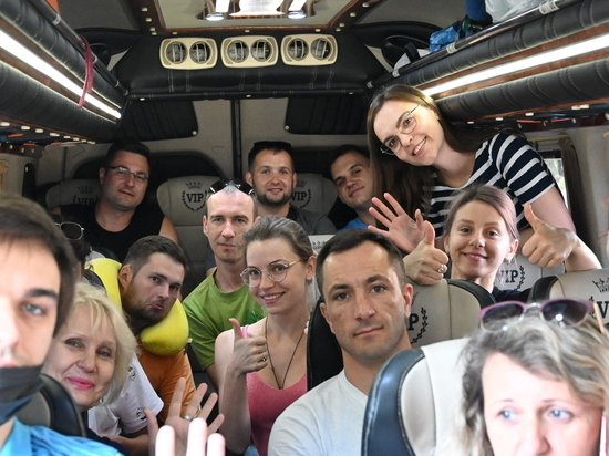 Артисты донецкой муздрамы споют песни о Донбассе в Керчи