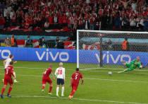"""Спорный одиннадцатиметровый, назначенный арбитром в полуфинале чемпионата Европы Англия – Дания, стал главной темой для обсуждения после матча. Обозреватель """"МК-Спорт"""" объясняет, почему у голландского судьи были основания для такого решения."""