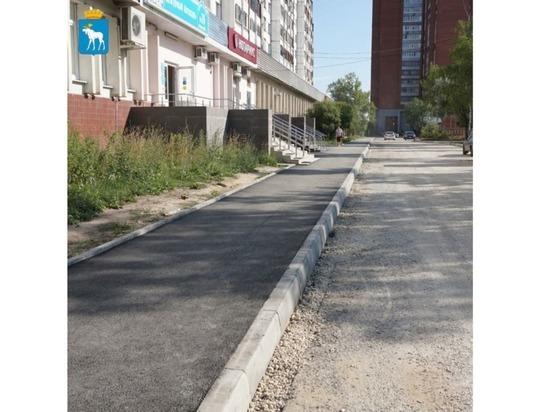 На улице Эшкинина Йошкар-Олы тоже обновляются тротуары
