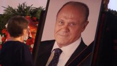 Зюганов, Гаркалин, Золотовицкий на похоронах Меньшова: кадры прощания