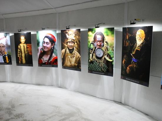 В Париже экспонируются фотографии коренных народов Бурятии