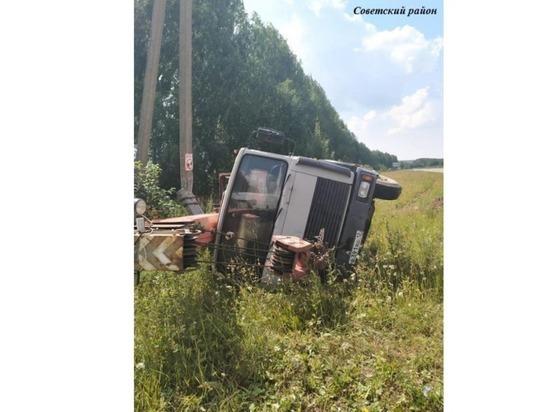В Марий Эл водитель грузовика скончался после опрокидывания