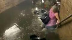 """Шторм """"Эльза"""" затопил метро в Нью-Йорке: воды по пояс"""