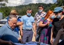 Константин Затулин встретился с жителями Адлера, пострадавшими от удара стихии