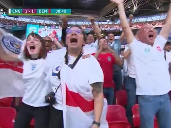 Притворившаяся больной британка попала в кадр матча Англия—Дания и была уволена