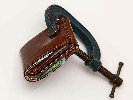 Россияне жалуются, что некоторые банки завышают проценты по кредитам или умалчивают о дополнительных комиссиях