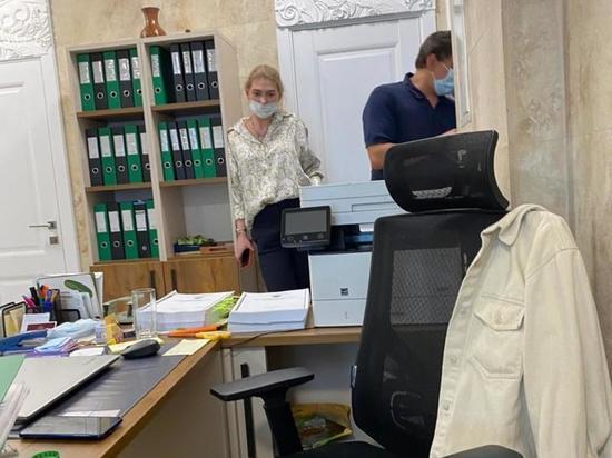 Неизвестные якобы насильно вломились в коллегию адвокатов, чтобы вручить защитнице обвинительное заключение