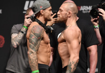 Рано утром по московскому времени 11 июля в Лас-Вегасе состоялся турнир по смешанным единоборствам UFC 264. Главным поединком турнира стал бой Конор Макгрегор – Дастин Порье. Это уже третий поединок двух знаменитых бойцов ММА: в первом победил Макгрегор, во втором – Порье. В самом ожидаемом бое вечера они определили, наконец, кто из них лучше и более достоин права драться за титул. «МК-Спорт» представляет онлайн-трансляцию этого поединка.