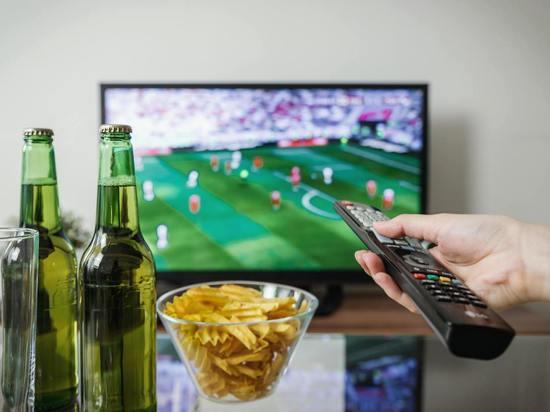 Нарколог рассказал, почему не надо пить перед телевизором