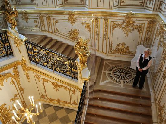 Музеи Петергофа из-за жары сократили часы работы