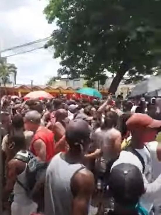 На Кубе массовые протесты против коммунизма: отключили интернет, силовые разгоны