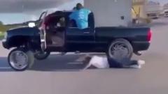 Незадачливый рэпер попал под колеса собственной машины, снимая ролик: видео
