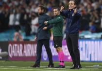"""В финале чемпионата Европы по футболу сборная Англии повела в счете уже на второй минуте, но в итоге упустила преимущество и проиграла Италии по пенальти. Обозреватель """"МК-Спорт"""" разбирается, как это вышло."""