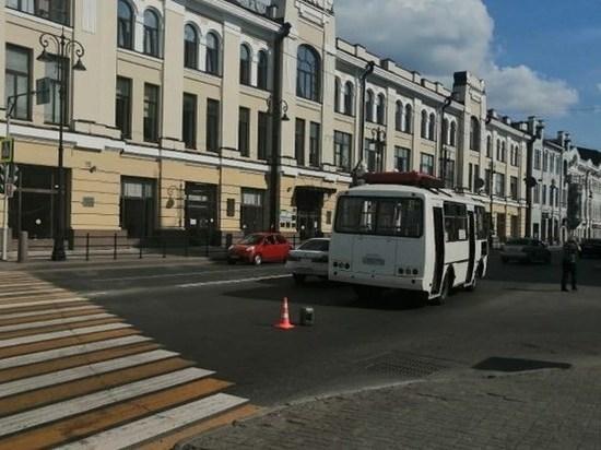 """В центре Томска """"ПАЗ"""" сбил пешехода, рискнувшего проскочить на красный свет"""