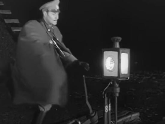 Таких светящихся от керосиновой лампы стрелочных указателей уже почти не осталось