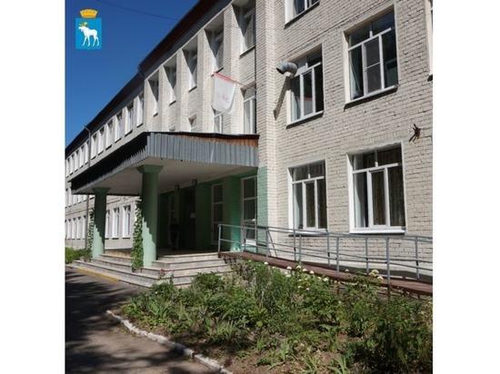 В Йошкар-Оле ремонтируется кровля школы № 16
