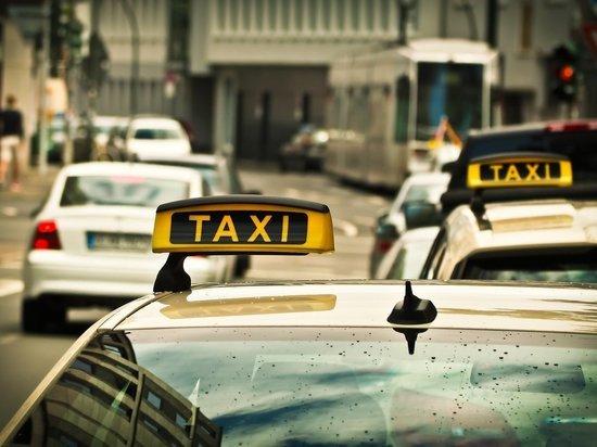 Красноярцы избили водителя и угнали машину такси, чтобы покататься по городу