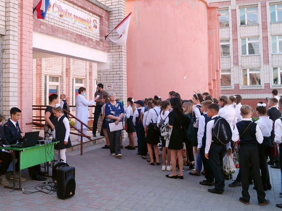 Кабмин утвердил правила выплат на школьников к учебному году