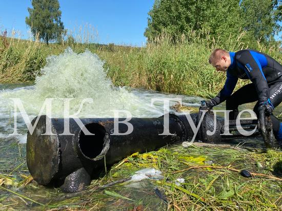 На пруду в Грумантах Щекинского района водолазы ищут причины порыва
