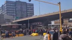 Палки, толпы, жертвы: появилось видео беспорядков в ЮАР