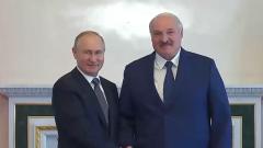 На видео рукопожатия в Петербурге Путин и Лукашенко лучились улыбками