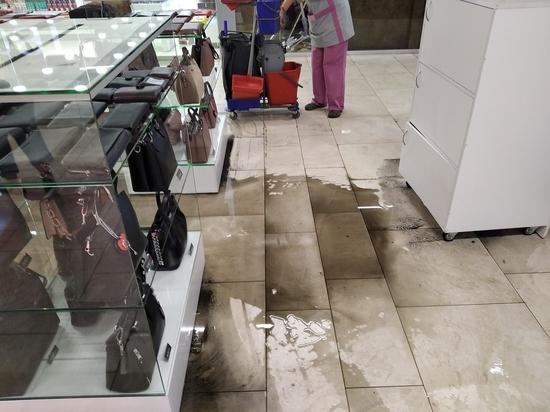 В Архангельске в одном из крупных ТРЦ прорвало канализацию