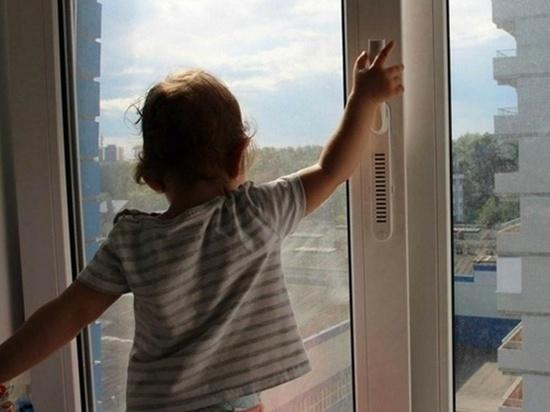 В Ростовской области ребенок упал с окна пятиэтажки