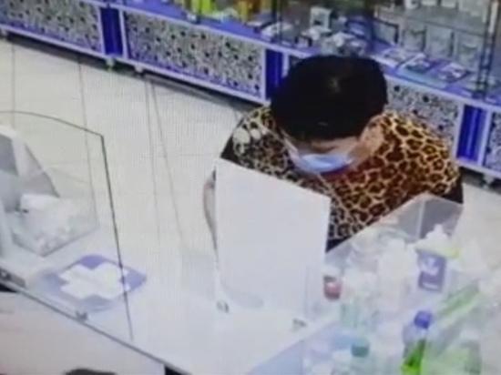 Курские полицейские разыскивают женщину, подозреваемую в краже банковской карты