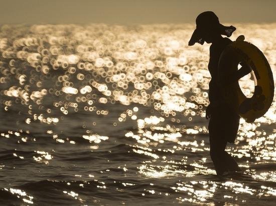 Пожилая туристка умерла на пляже в Яровом