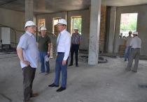 Губернатор Омской области посетил стройплощадку отеля мирового уровня