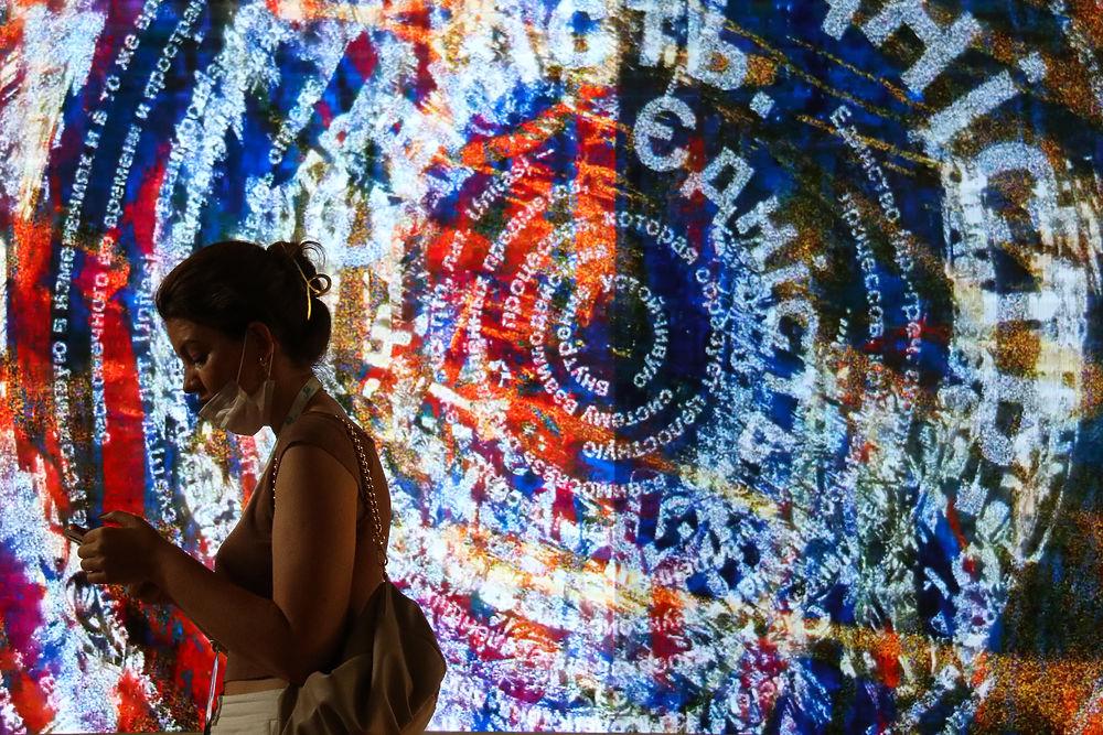Известный уличный художник Покрас Лампас открыл в Петербурге свою выставку и рассказал о будущем стрит-арта