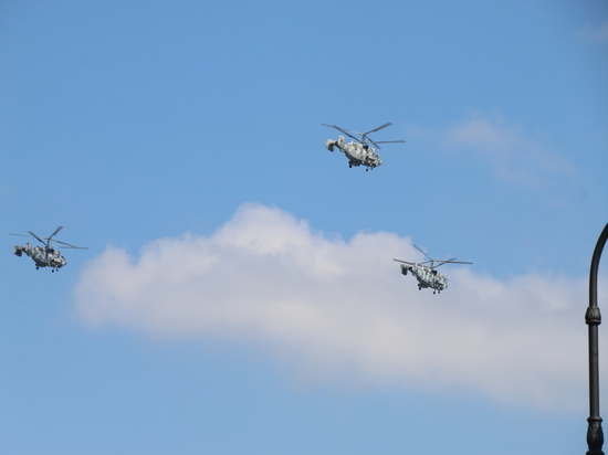Военные вертолеты начали первую тренировку ко Дню ВМФ