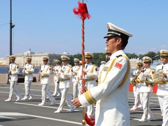 Из-за коронавируса число гостей на параде ВМФ урезали вдвое