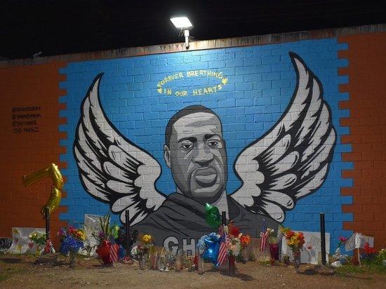 В США молния разрушила стену памяти Джорджа Флойда