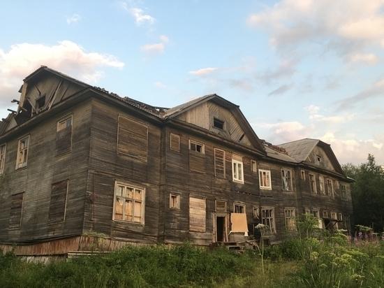 Прокуратура проводит проверку по факту схода дома со свай на окраине Архангельска