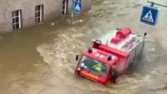 Наводнение на западе Германии смыло дома: видео из зоны бедствия