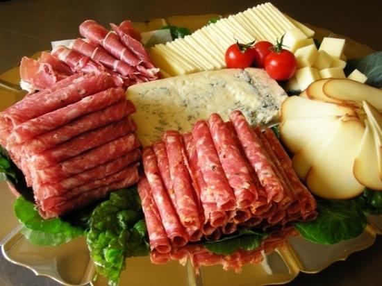 В Ростове выросли в цене мясо, колбасы и сыры