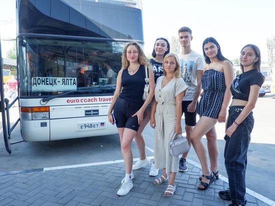 Делегация из ДНР отправилась в образовательную арт-школу в Крыму