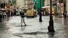 Московский Арбат от дождя превратился в реку