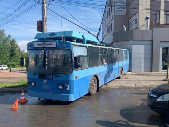 В Кирове троллейбус удешевил две иномарки