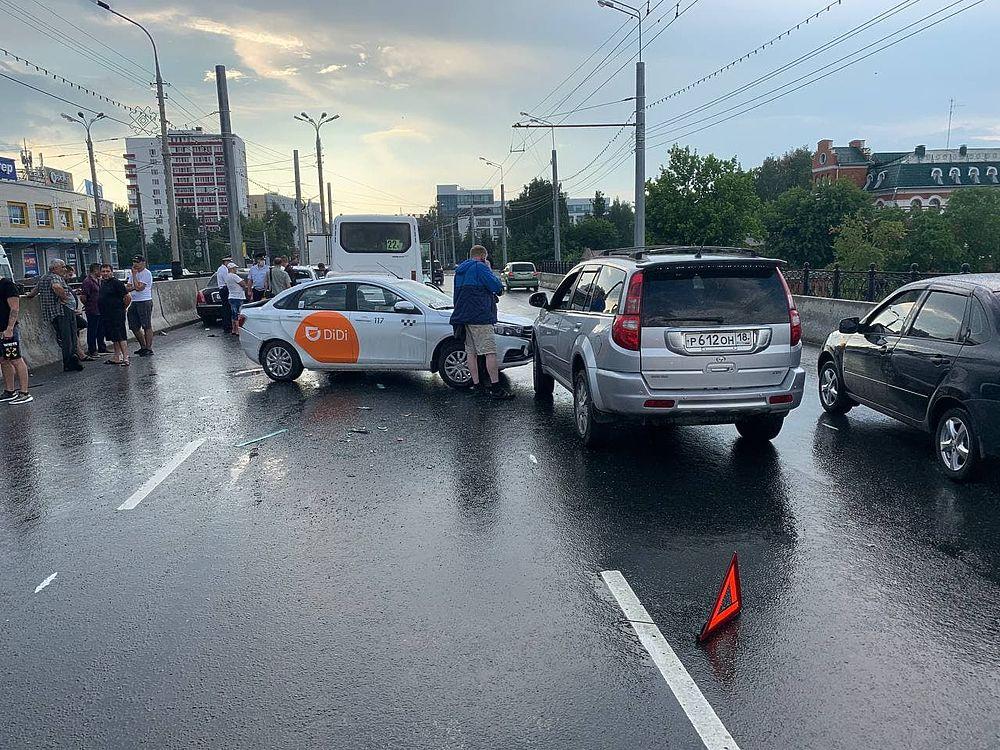 В Йошкар-Оле столкнулись девять автомашин
