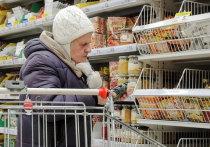 Более 60% россиян тратят на продукты около половины своего ежемесячного дохода, говорится в исследовании аналитического центра университета «Синергия»