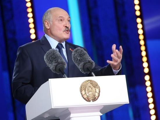 """Лукашенко собрал тысячи безмасочников на """"Славянском базаре"""""""