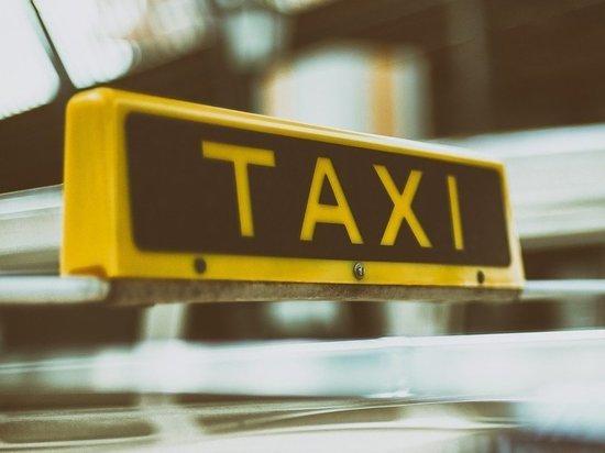 В Курске таксист, ожидая оплаты поездки, перевел мошенникам 87 тысяч рублей