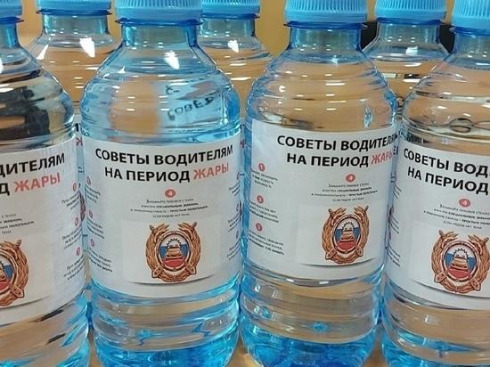 В Курской области водителям раздают воду из-за жары