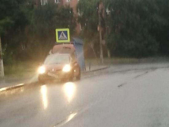 В Курске иномарка Renault врезалась в столб